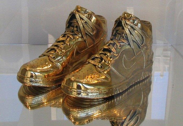 Gold-Nike-kross