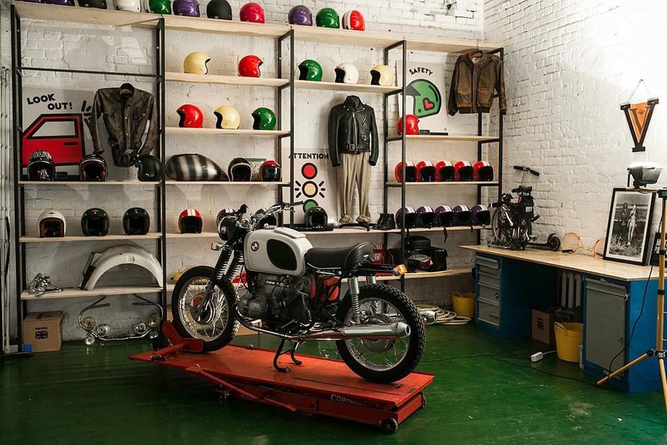 Ремонт мотоцикла в баре Энтузиаст